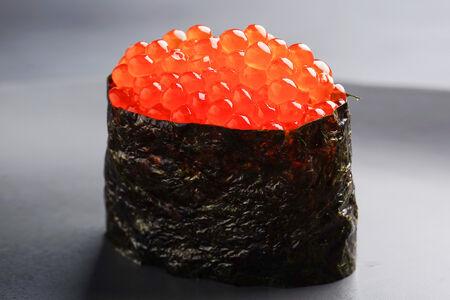 Суши с красной икрой