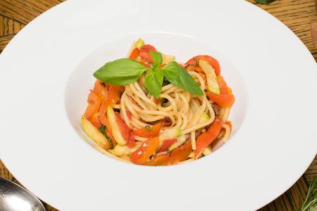 Вегетарианские спагетти с овощами