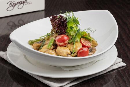 Теплый салат Париж