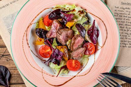 Салат с телятиной и миксом салата
