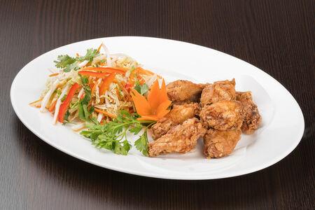 Китайские хрустящие крылышки с соусом Чили