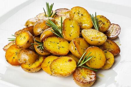 Мини-картофель с розмарином