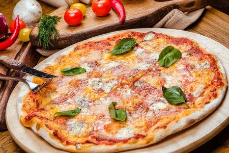 Пицца Четыре сыра Кватро Формаджи