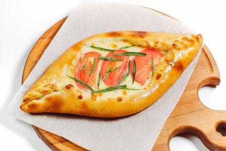 Лодочка с томатами, сыром и эстрагоном