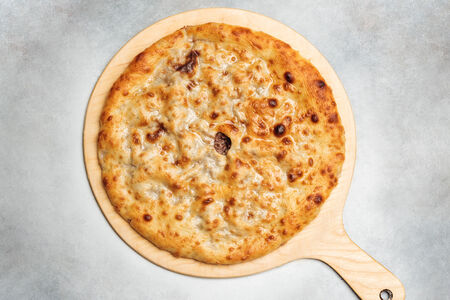 Пирог с говядиной, сыром и грибами