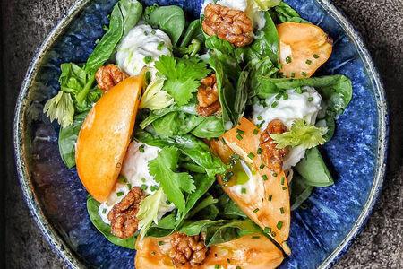 Салат со страчателлой и абрикосом