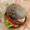 Фото к позиции меню Черный бургер с котлетой из мраморной говядины и копченым сыром Скаморца