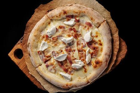 Пицца с маскарпоне и панчеттой