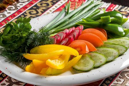 Ассорти свежих фермерских овощей