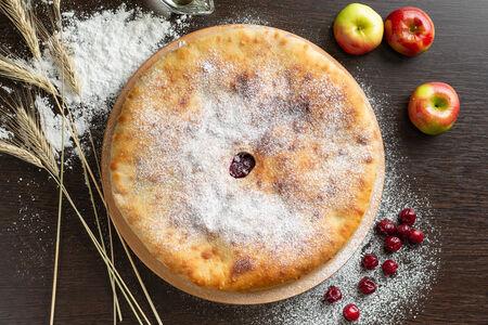 Осетинский пирог с вишней и яблоками