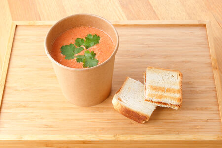 Суп томатный с тостом