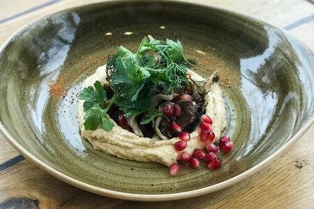 Хумус с овощами на углях и вешенками