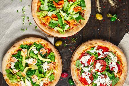 Пицца с маринованным лососем