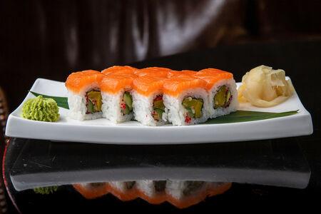 Ролл с лососем и овощами темпура