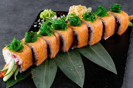 Ролл Филадельфия эби темпура с лососем