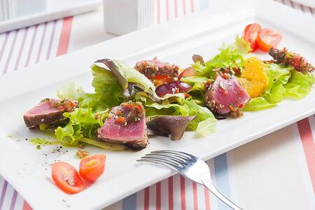 Черногорский салат с красным тунцом