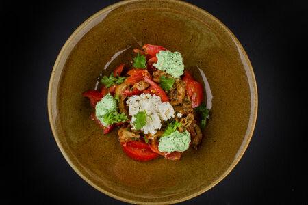 Салат из печеных баклажанов и помидоров