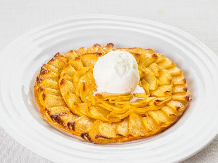 Тонкий яблочный пирог по-новому