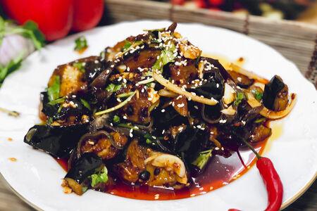 Салат теплый из баклажанов с чесночным соусом