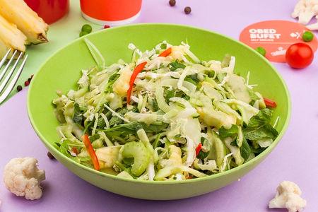 Зеленый овощной салат с ананасом