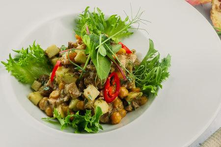 Салат с баклажанами и копченой курицей