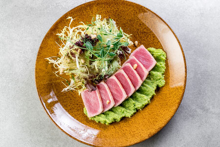 Салат с тунцом Татаки