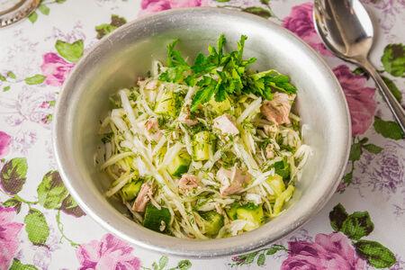 Салат из капусты с курицей