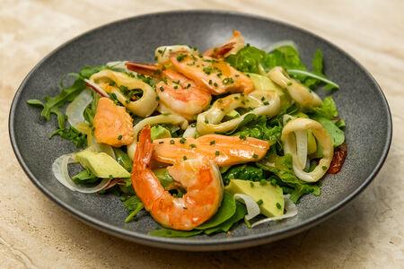 Салат с морепродуктами и фенхелем