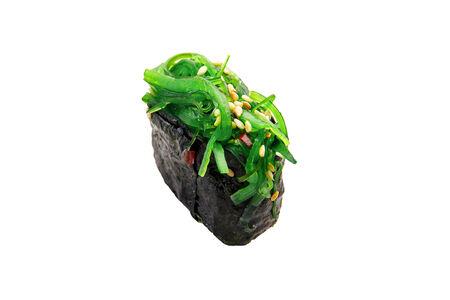 Гункан суши с чукой