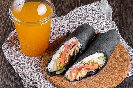 Дуэт Ролл с копченым лососем и лимонад маракуйя