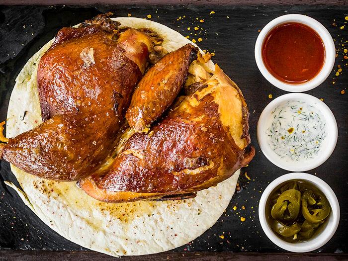 Сочный подкопченный цыпленок