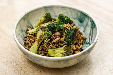 Дикий рис с брокколи