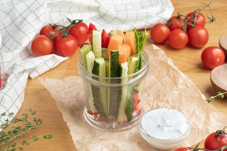 Овощи крудите с йогуртовым соусом