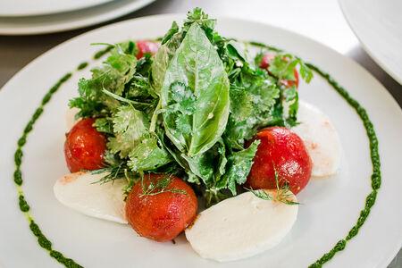 Салат из бакинских помидоров с домашним сыром назрин