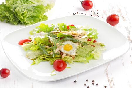 Салат из филе цыпленка и авокадо