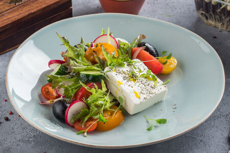 Салат по-гречески с сыром Фета