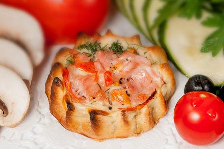 Перепечки с ветчиной и томатом