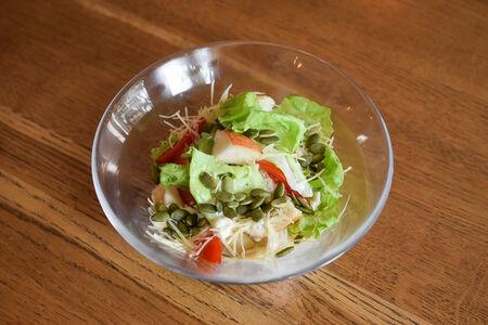 Салат с грушей и хрустящей чиабаттой