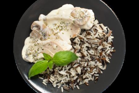 Филе куриное отварное с грибным соусом и рисом