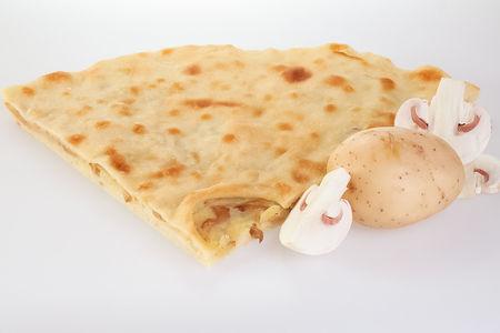 Пирог с картофелем, грибами и луком