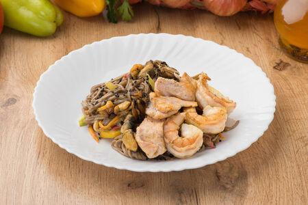 Гречневая лапша с морепродуктами
