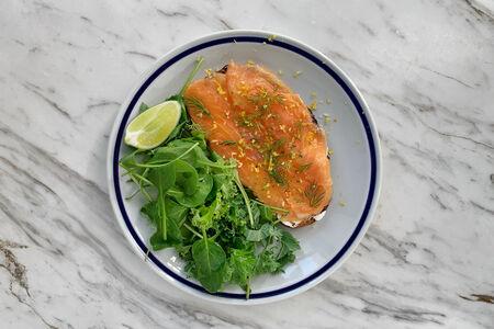 Тост с лососем и крем-чизом