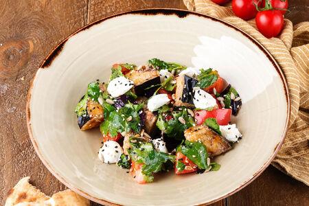 Салат с хрустящими баклажанами