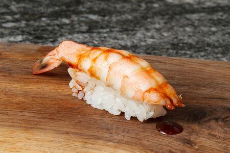 Суши нигири креветка