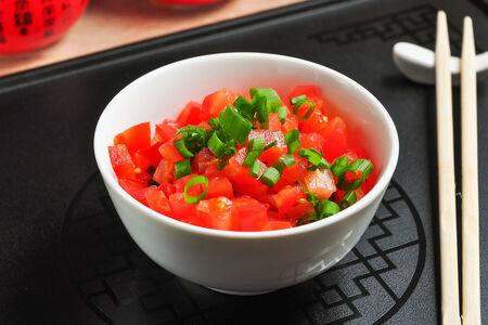 Салат Китайский из томатов с зеленью