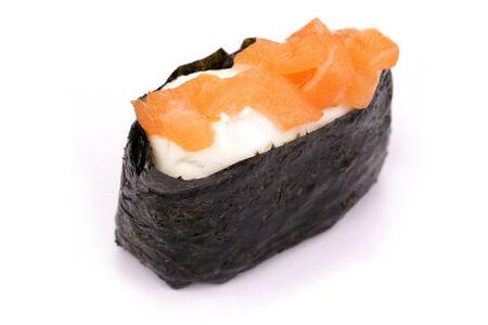 Гункан сливочный лосось