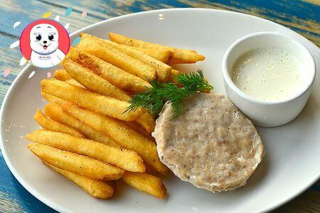 Котлетки из индейки с картофелем фри и сырным соусом