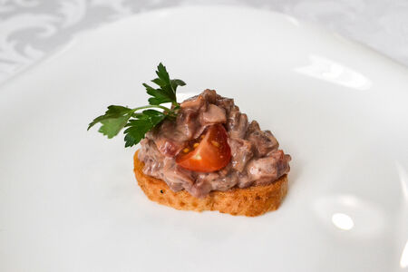 Брускетта с тар-таром из говядины