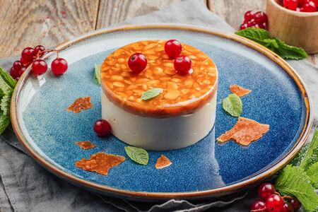 Десерт сметанно-карамельный с арахисом