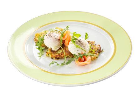 Драники с лососем и яйцом